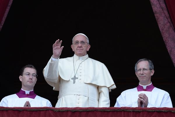 Mesazh i Papës për Krishtlindje: paqe për mbarë botën; ta lëmë Zotin të na prekë me dashurinë e Tij